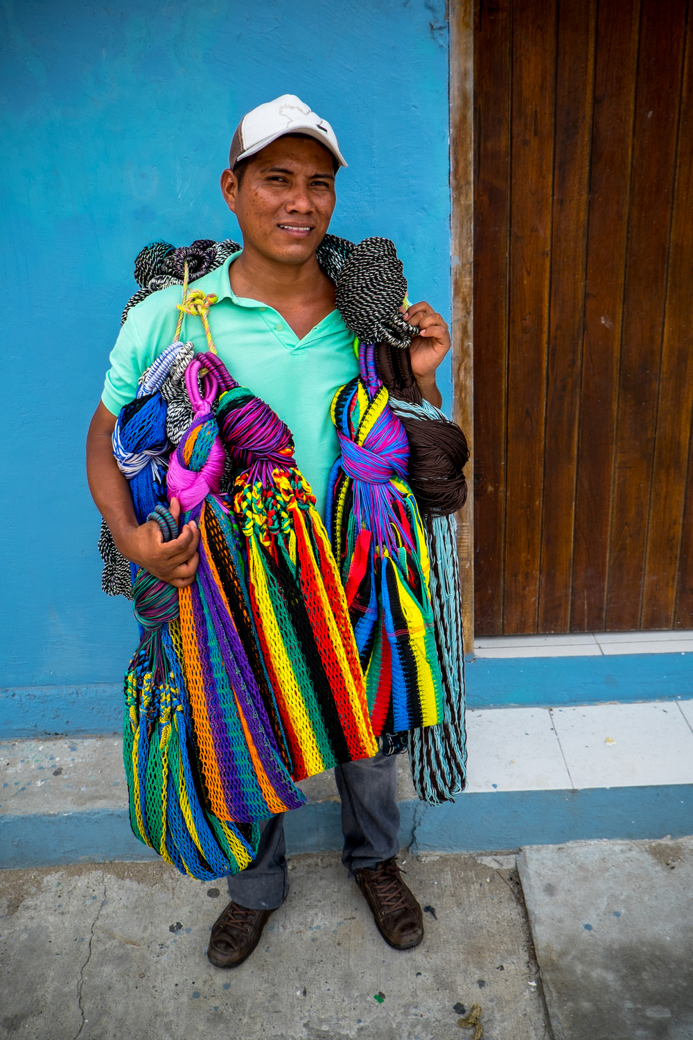 """Vendo Hamaca's"" Gabriel sells Hammocks on the street usually made out of silk or cotton. © Jorge Villarreal"