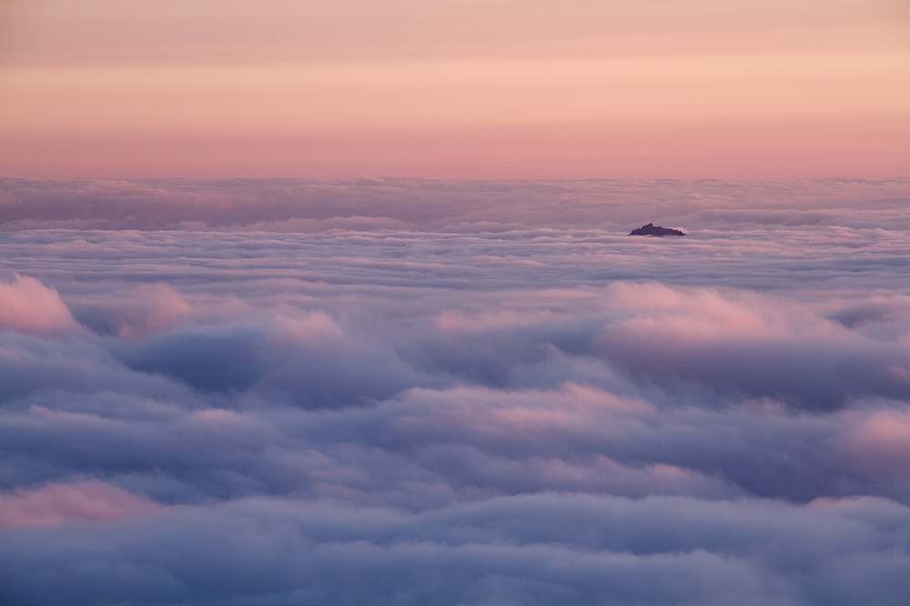 Island_in_the_Clouds.jpg