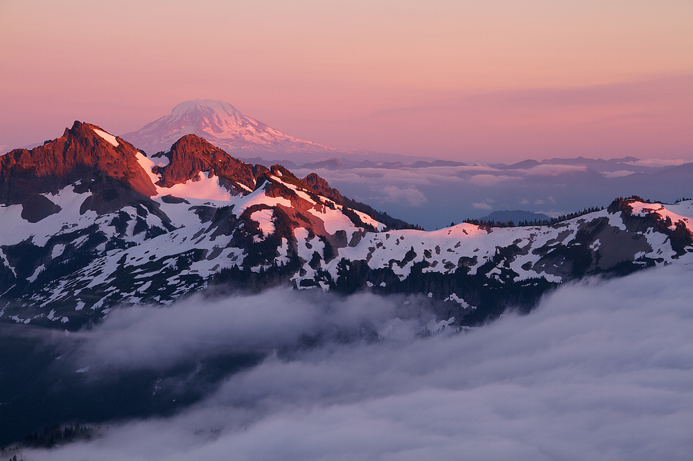 Mount_Adams_and_the_Tatoosh_Range_at_Sunset.jpg