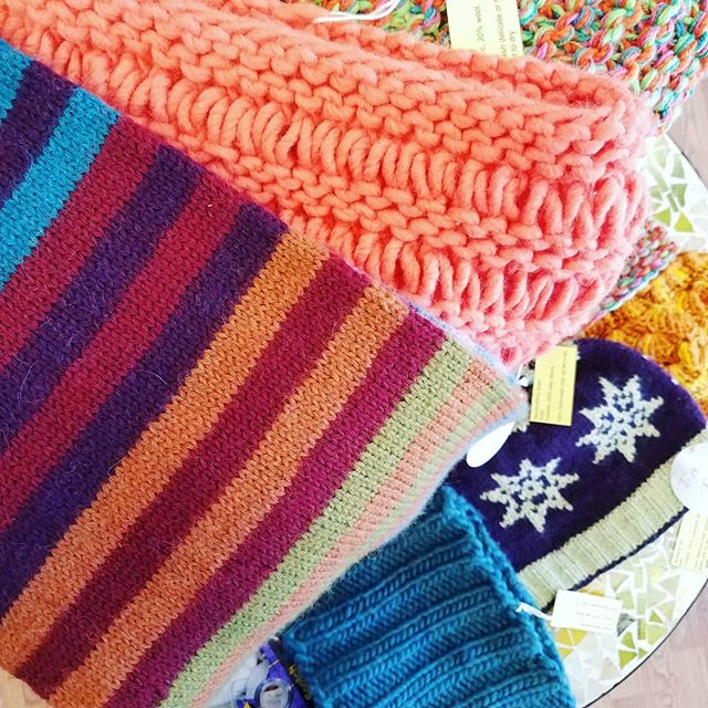 We're selling our shop samples and they're 20% off this Fri-Sun! If you need to treat yourself or grab a lovely gift, check out our hats, scarves, sweaters, and more. 🎁