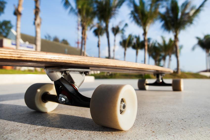 Rollen und Achsen von einem Longboard