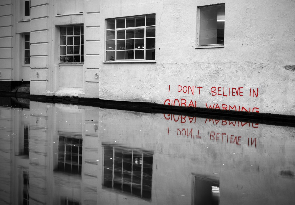 banksy-dont-believe-in-global-warming.jpg