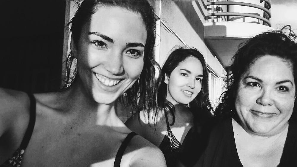 :: Sunset selfie with Natalia and my mom, Yolanda ::