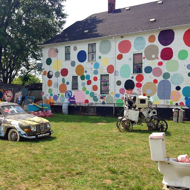 We were in Detroit this weekend celebrating The Heidelberg Project's 30th anniversary. Created by Tyree Guyton @heidelbergproj is a community based urban art project in Detroit's East Side with the mission to inspire community based creativity. #detroit #heidelbergproject #BBAM #BBAMtravels 📸: @jessicasalzer