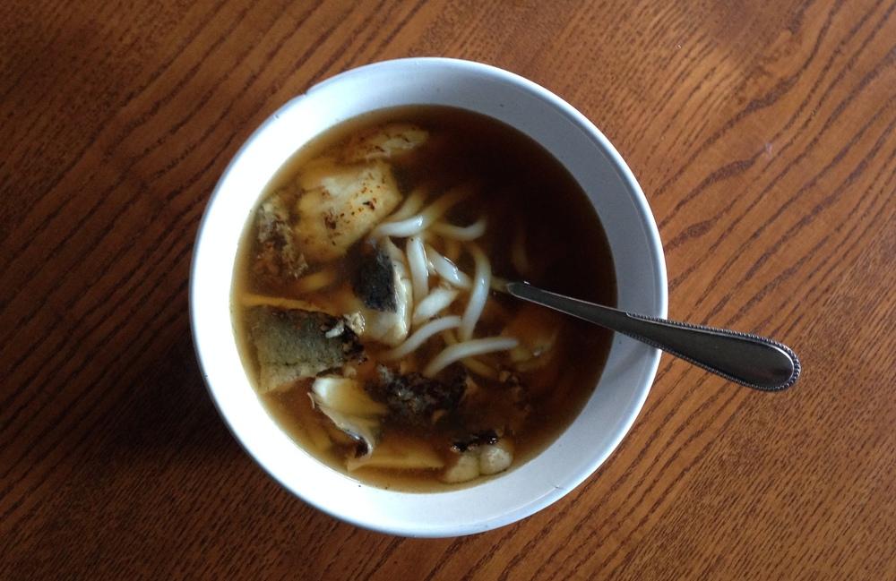 Udon, coliflor, cebolla, pescado, soja y caldo de bonito... texturas y sabores que te alegran el invierno.