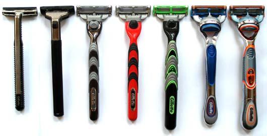¿Qué ha pasado con los hombres de hoy que necesitamosjuguetes y no herramientas para afeitarnos? (foto de Evolution in the Bathroom)