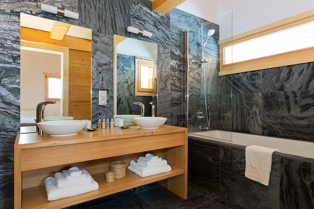 Master suite bathroom