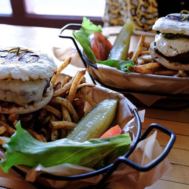 Diablo burger looking scrumptious. #sustainability #tucson #eatlocal #lettuce #salad #azgrown #localeats