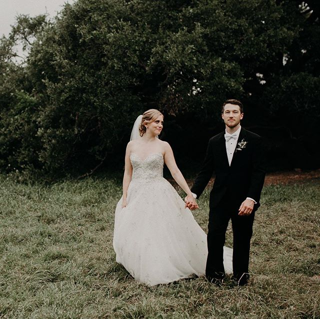 These two got married in Austin, Texas at the most stunning venue @brodiehomestead and their wedding was an absolute blast. People literally came from all over to celebrate and it was a celebration indeed! ❤  Hair: @blushnbangs MUA: @luxeandlotus Florals: @theflowergirltx Dress: @maggiesotterodesigns