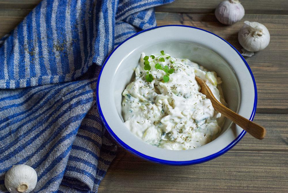 Magert . Tzatziki er et godt alternativ til fetere dressinger og sauser.