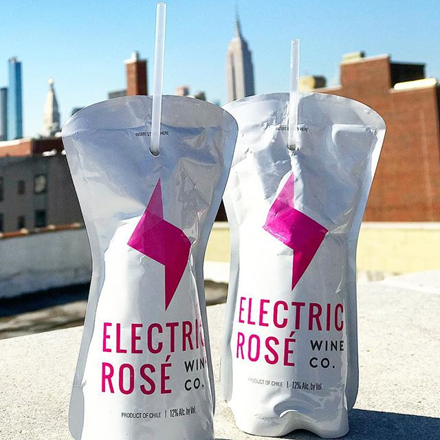 Electing to spend my day on my new rooftop with @electricwineco. 🌹🍷🏙🌸 #winenot #finallyfeelslikespring #rooftopviews #roséseason