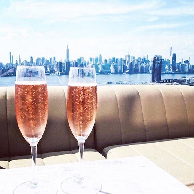 Almost 90 degrees and loving it. #feelslikesummer #thirstythursday #roséseason 🌹🍷 // 📷 @parkernewyork