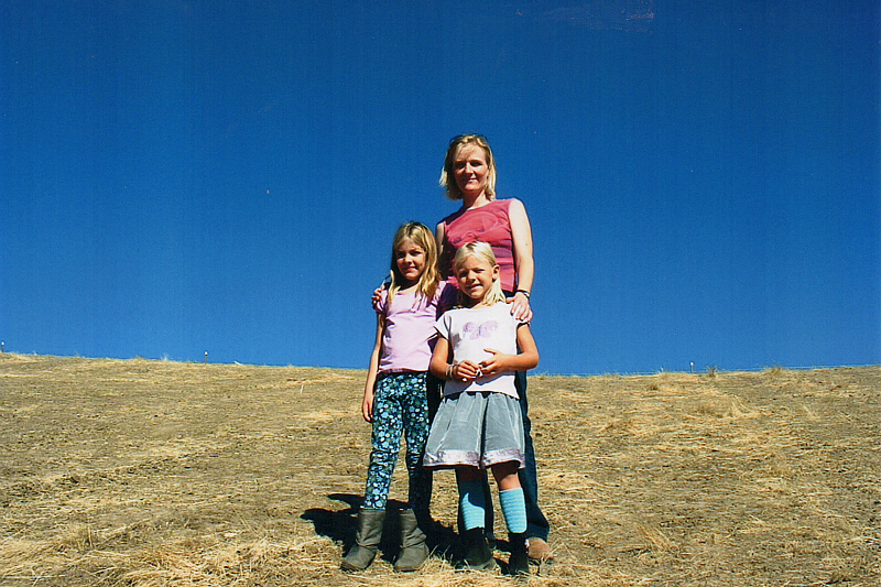 2003: Sofie & the girls on the future orchard site