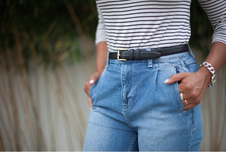 Top Ann Taylor/ Belt: Thrifted/ Jeans: Urban Outfitters/ Watch: Anne Klein