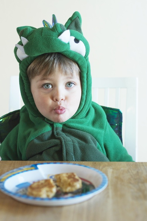 Riley the Pancake-Eating Dragon :: Set the Table