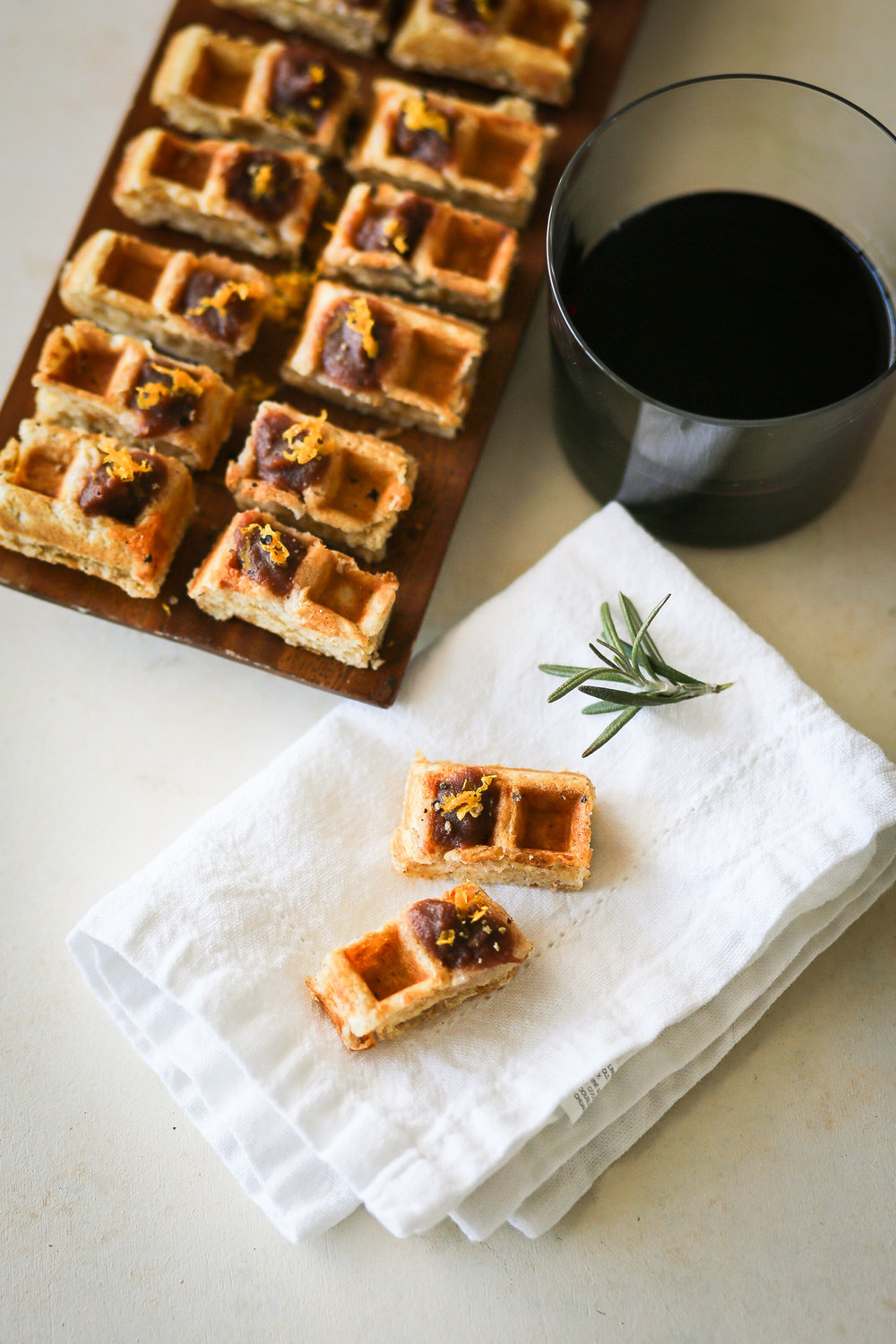 Rosemary Apple Butter Waffle Bites | Set the Table #thanksgiving #thanksgivingappetizer #holidayappetizer #holidayrecipe #hoidaycocktailparty #cocktailpartyappetizer #recipe