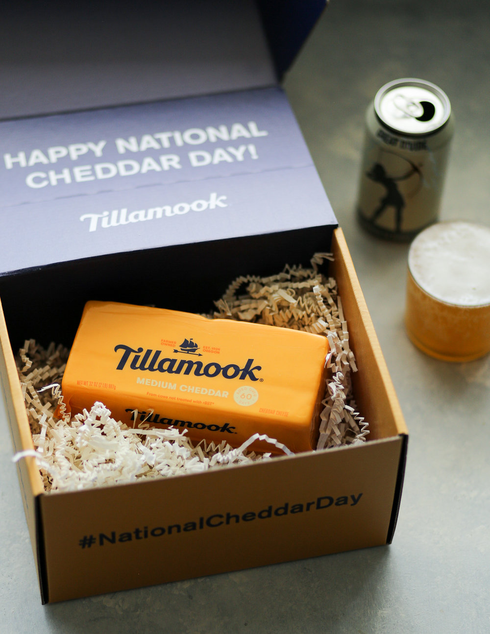 Craft Beer + Cheddar Pairing Tips | Set the Table #tillamook #nationalcheddarday #beerandcheesepairing #howto