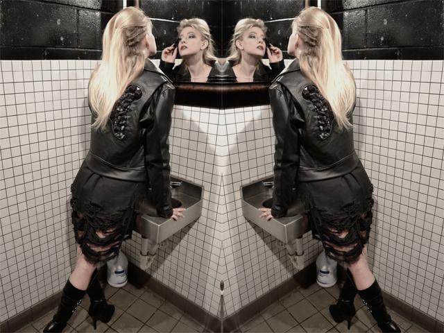 Web_Lena_mirror.jpg