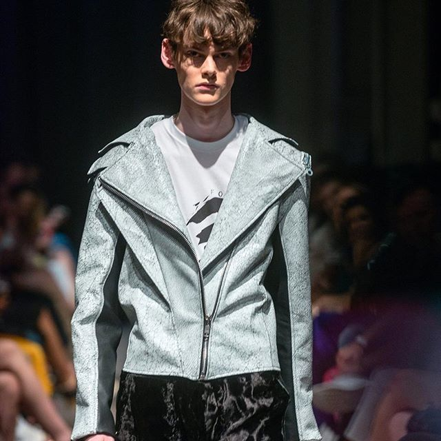 CRACKLE LEATHER MOTO. VEHEMENT SS17 AT ENVISION SPRING 2017. @jlrsn @ignitemodels #FOF #FORMOVERFUNCTION #UNISEX #ONESEX #TEXTURE #FASHION #DESIGN #RTW #DESIGNER #VEHEMENT #SS17 #mnfashionweek #design