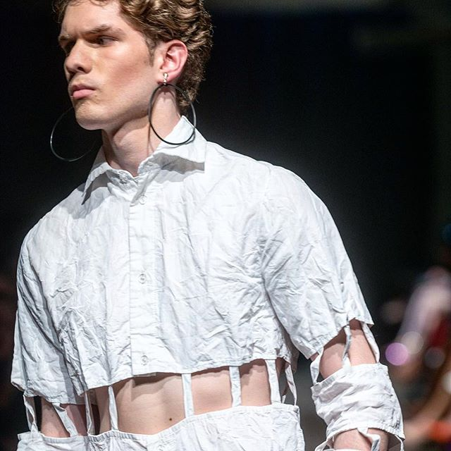 DECONSTRUCTED BUTTON UP. VEHEMENT SS17 AT ENVISION SPRING 2017. @jlrsn @ignitemodels #FOF #FORMOVERFUNCTION #UNISEX #ONESEX #TEXTURE #FASHION #DESIGN #RTW #DESIGNER #VEHEMENT #SS17 #mnfashionweek #design