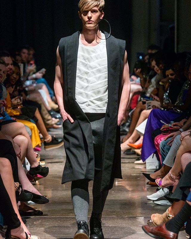 V STRIP TOP + LONG VEST. VEHEMENT SS17 AT ENVISION SPRING 2017. @jlrsn @ignitemodels #FOF #FORMOVERFUNCTION #UNISEX #ONESEX #TEXTURE #FASHION #DESIGN #RTW #DESIGNER #VEHEMENT #SS17 #mnfashionweek #design