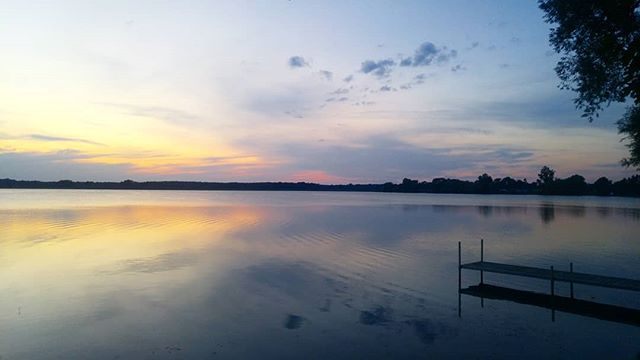 This beautiful place made my heart so happy. So grateful to spend time here...i'll miss this magic. But it gave me tonnes of inspiration i've brought home with me and ideas for continuing my Pink Escape series. 💛💫 . . . . . . . . . . . #nature #beauty #sunset #sky #lake #naturegirl