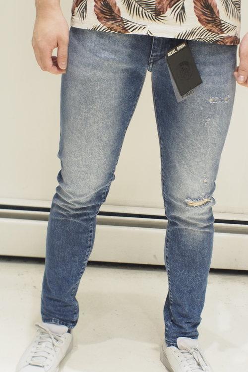 2119983b Diesel D-Strukt Carrot Tapered Mid Blue Jeans - 81AQ wash