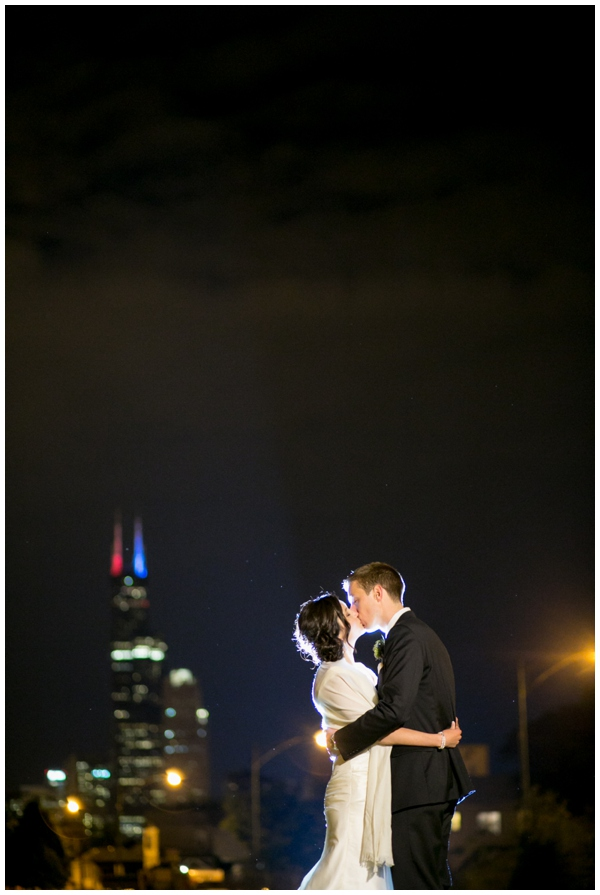 artrevolution-chicago-wedding-candid-portraits-bride-groom-summer-art-institute_0001
