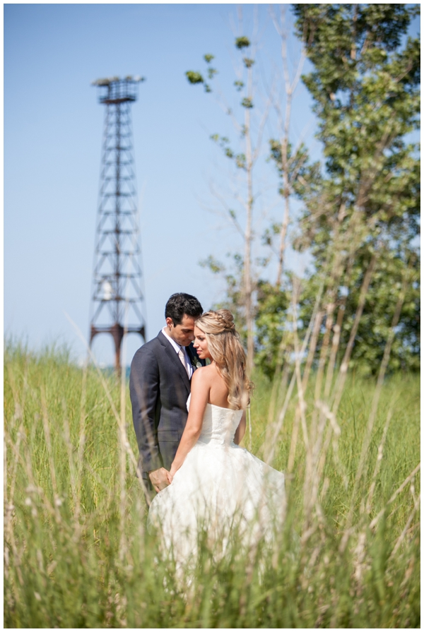Chicago-vera-wang-wedding-photography-Vivo-rustic-montrose_0020