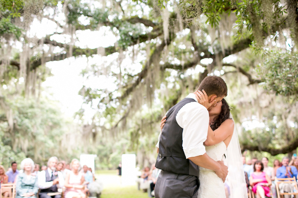 Seattle-wedding-destination-candids-PNW-washington-photojournalistic-documentary-moments-south-carolina-plantation-011.jpg