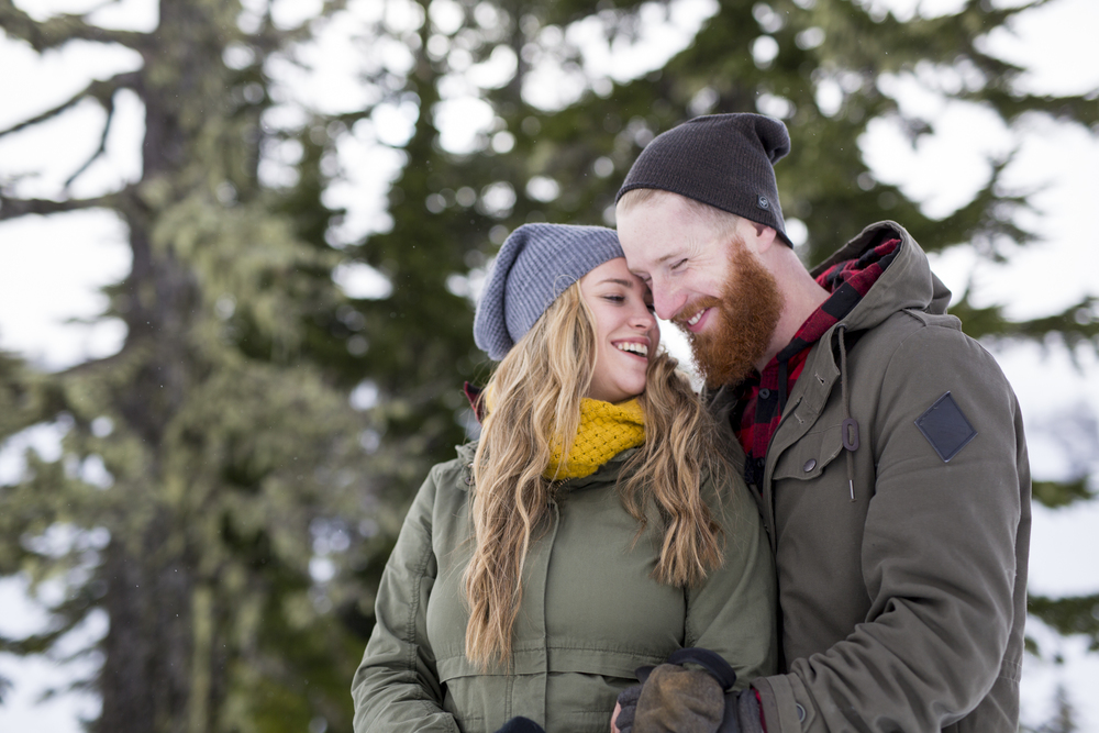 Winter-wonderland-mountain-engagement-pnw-0009.jpg