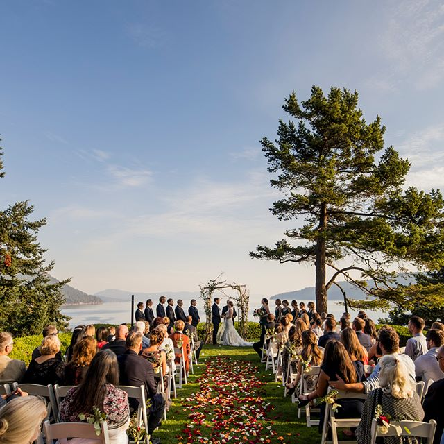 This beautiful Orcas Island wedding is up on the blog! . . . . .  #weddingseason #loveauthentic #ftwotw #seattle #theknot #pnw #brideandgroom #smpweddings #shesaidyes #realweddings #junebugweddings #weddingchicks #featuremeoncewed #stylemepretty #seattlebride #bohobride #intimatewedding #greenweddingshoes #seattleweddingphotographer #pnwedding #seattlemet #seattlelife #pnwphotographer #pnwwedding #vscowedding #vsco #thatsdarling #orcasisland #orcas #rosarioresort