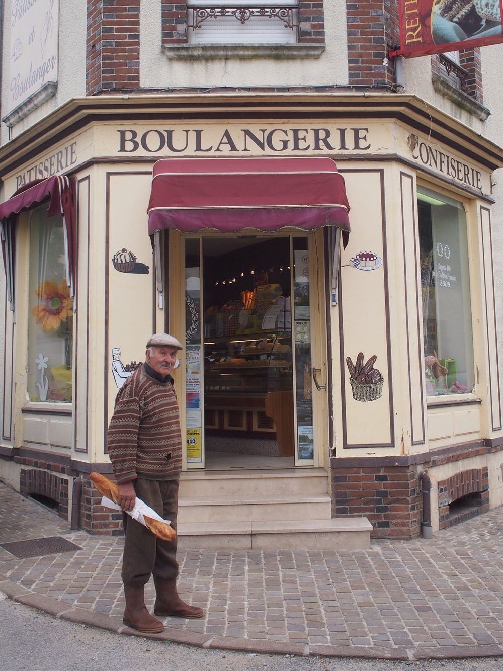 ...with a real Frenchman and French bread stick, in front of French bakery .... In France...impressive!!