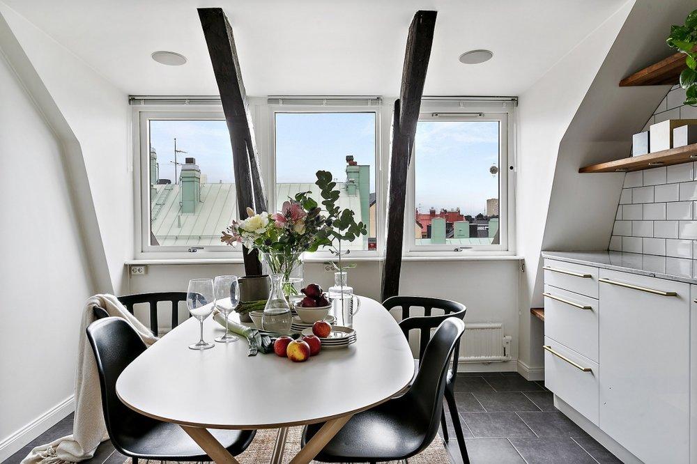 Amenajare scandinavă într-o mansardă din Suedia  10ll.jpg