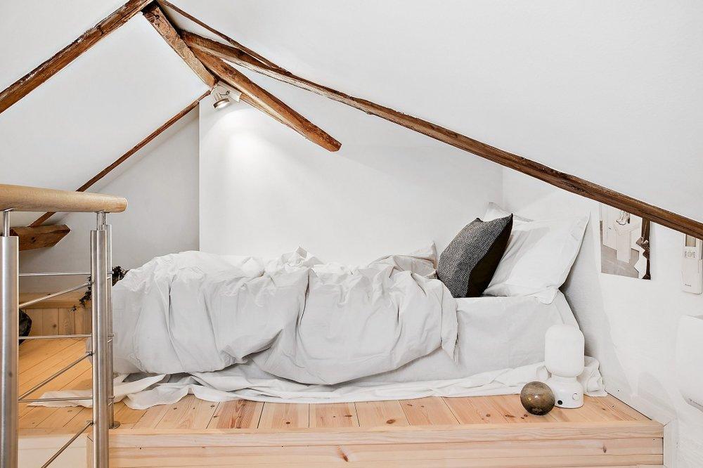Amenajare scandinavă într-o mansardă din Suedia  23.jpg