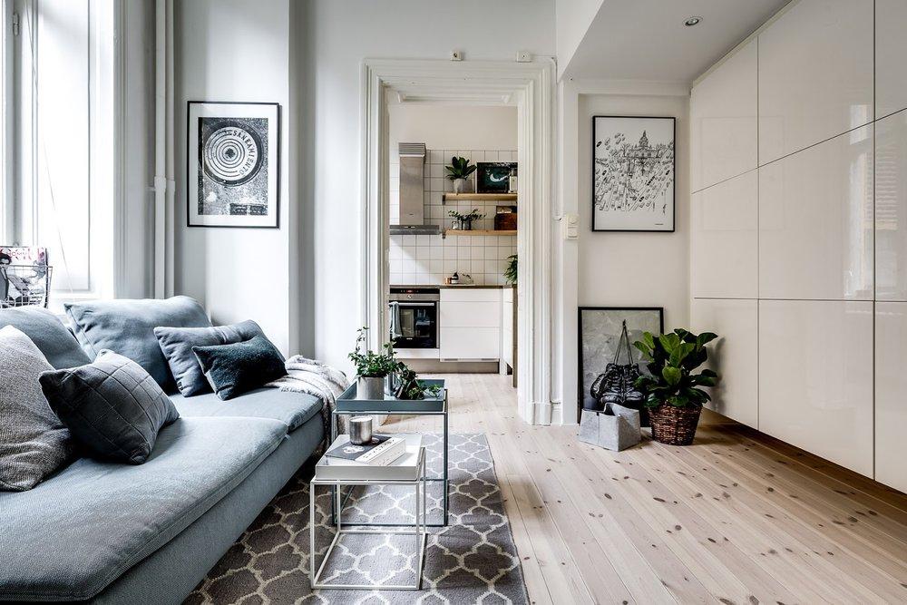 Dormitor deasupra dulapului într-o garsonieră de numai 21 m² 2.jpeg