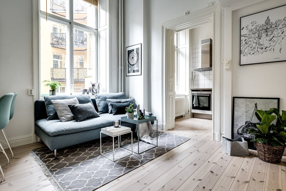 Dormitor deasupra dulapului într-o garsonieră de numai 21 m² 9.jpeg