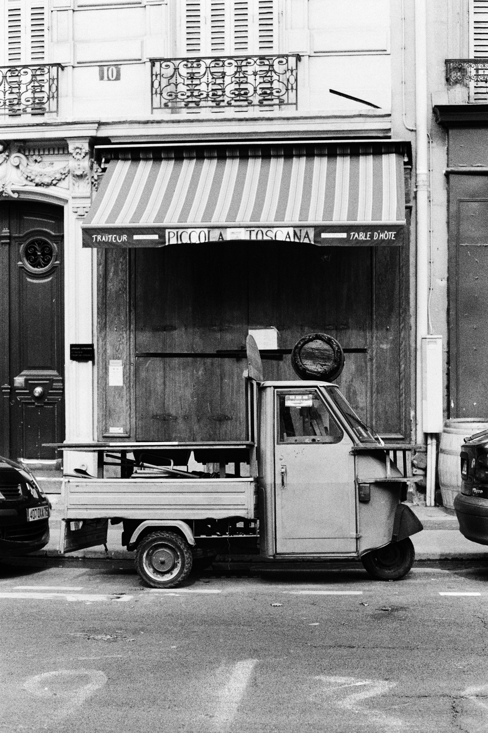 Paris (10) Little Truck.jpg