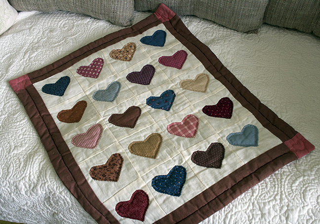 applique hearts wallhanging