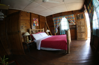 Each cabin has a large bed and a small refrigerator. Breakfast, dinner and mid-day snacks are complimentary.