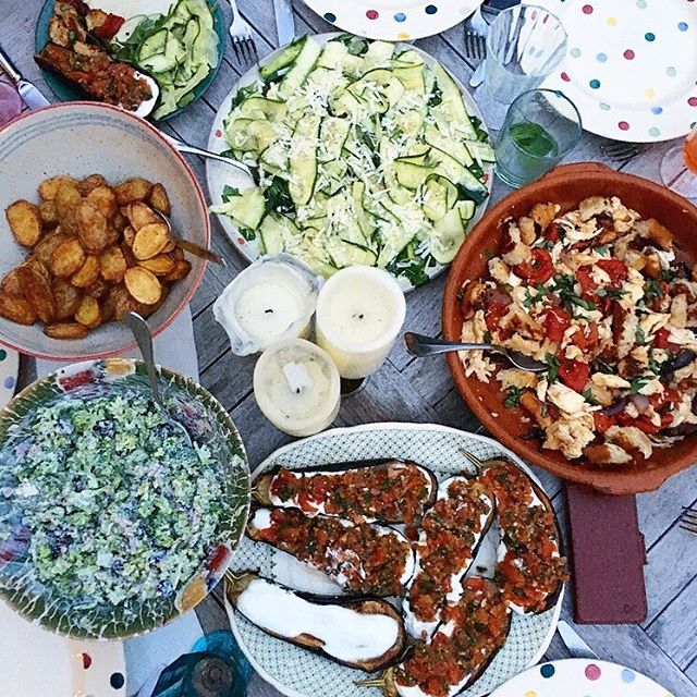 Feasting 😋 (this time last week when the weather wasn't miserable 😏) #salad #aperol #bbq #ottolenghi