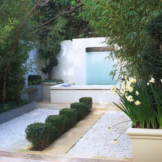 Pinned from Um Jardim Para Cuidar. The overarching trees give this garden total privacy, and what better way to enhance that peaceful vibe than with a stylish water feature?