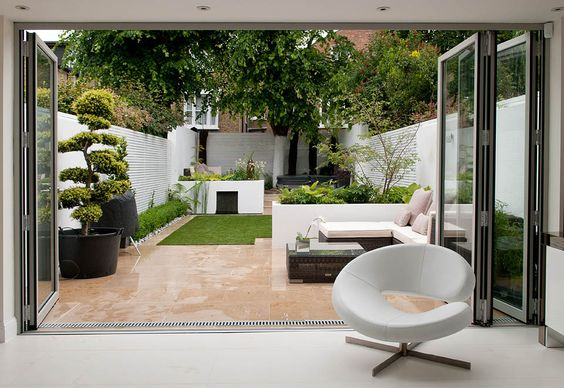 Pinned from belderbos.com. With those beautiful sliding doors this garden almost becomes another room. The use of sharp edges create a stylish look to contain the wonderful variety of plants and trees.