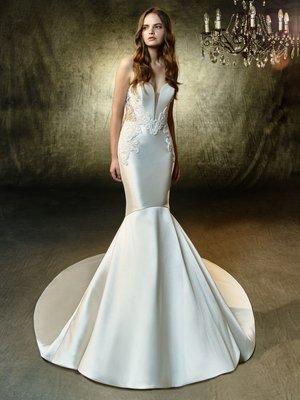 04eb8f440f0e The Bridal Sample Sale Guide. 11 Feb 2019. Mermaid wedding dress ...
