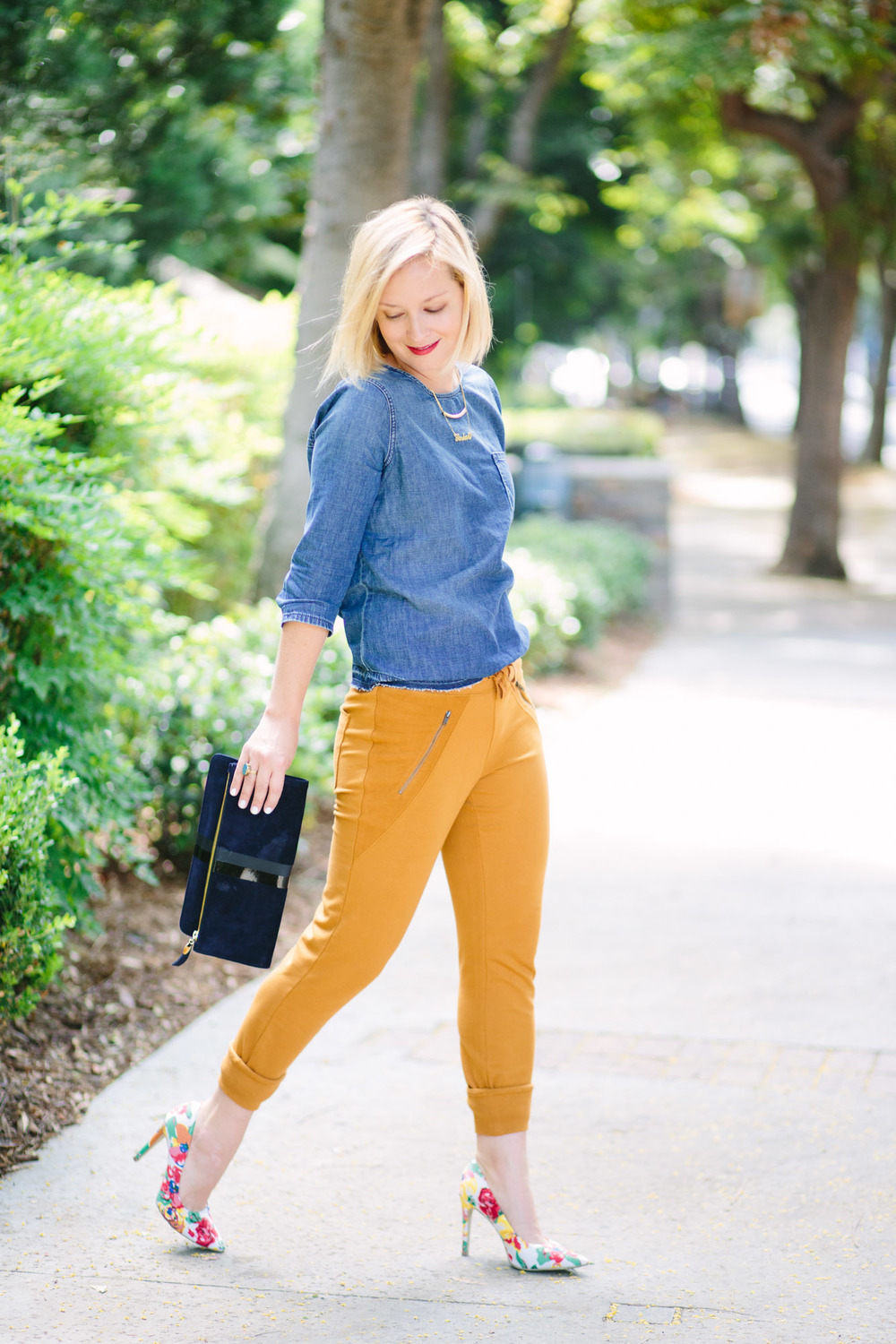Jen Pinkston - The Effortless Chic