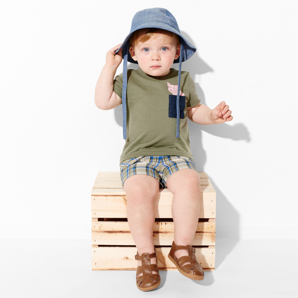 floppy sun hat , peek pocket tee , cargo shorts , fisherman sandals