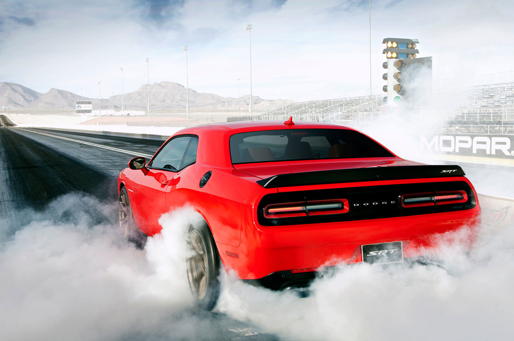 2015-dodge-challenger-srt-hellcat-burnout.jpg