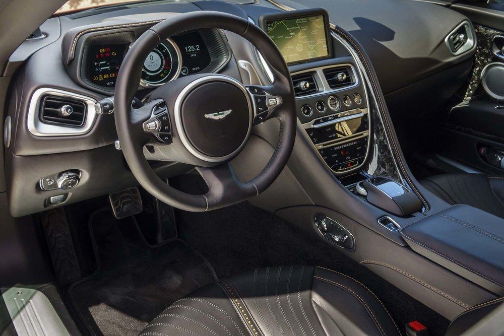 2017-Aston-Martin-DB11-interior-03.jpg