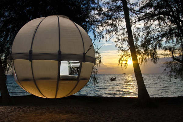Cocoon-Tree-Tent-www.mensgear.net-cool-gear-tech-mens-gadgets-grooming-style-gizmos-gifts-gift-ideas-travel-alexa-entertainment-google-auto-cars-rides-watches-babes-nude-xxx-ass-pussy-blog-.jpg