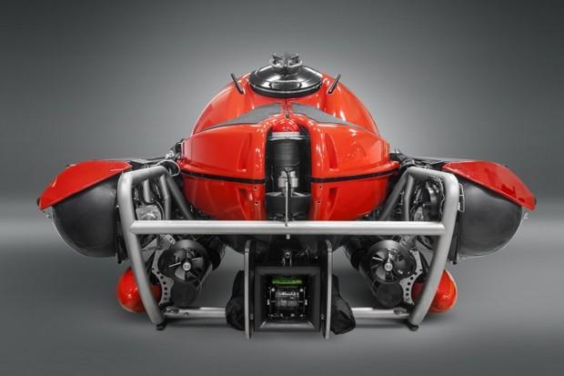 U-Boat-Worx-C-Explorer-5-supeyacht-www.mensgear.net,cool,gear,tech,mens,gadgets,grooming,style,gizmos,gifts,mens gift ideas,travel,entertainment,auto,cars,rides,watches,babes,.jpg3.jpg